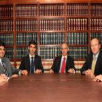 ¿Qué trabajo realizan los estudios de abogados? Identifica sus funciones